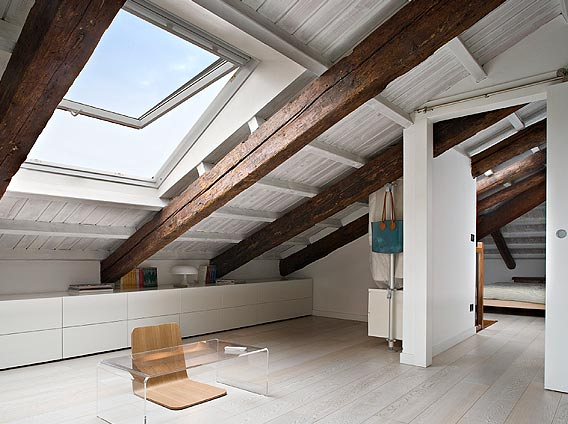 Finestre per tetti e mansarde lucernai rivenditore for Montaggio velux